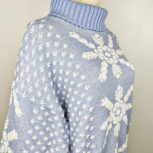 Vintage 1980s Ice Blue Silver Snowflake Sweater M
